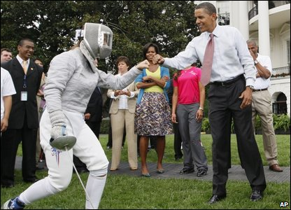 Barack Obama tries fencing