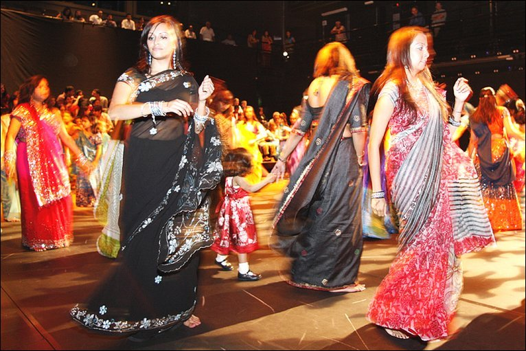 http://news.bbc.co.uk/media/images/46420000/jpg/_46420970_navratri5.jpg