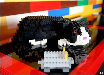 A cat made out of Lego