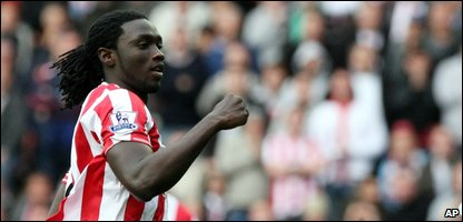 Kenwynne Jones of Sunderland celebrates