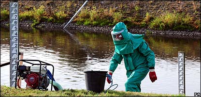 Scientist tests the River Trent