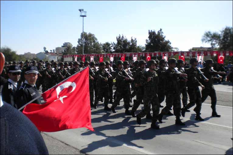 القاعدة المتقدّمة بقبرص.. نفوذٌ مهمٌ لتركيا في التوازن العسكري لشرق المتوسط _46778638_turkishtroops766
