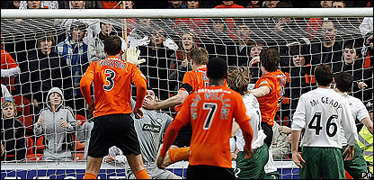 Darren Dods scores for Dundee United