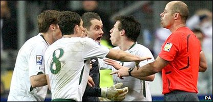 Ireland players argue with the referee