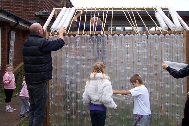 Bbc in pictures plastic bottle house - Building a house with plastic bottles ...