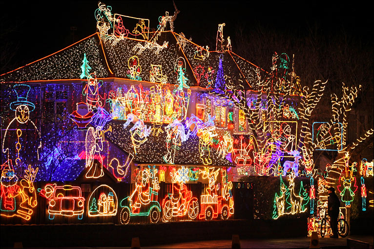 BBC - Photos of one of UK's biggest Christmas light displays