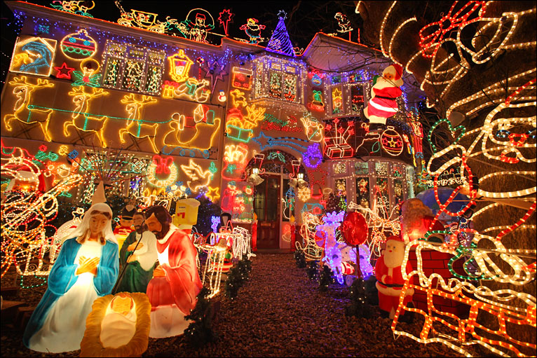 Melksham Christmas lights - Alex Goodhind's £30,000 light display - BBC - Photos Of One Of UK's Biggest Christmas Light Displays
