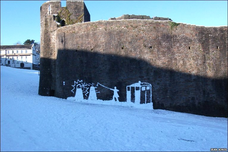 Snow Mural On Caerphilly Castle   Photo By Jean Jones