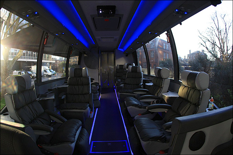BBC Sport - Cycling - On board the Team Sky bus