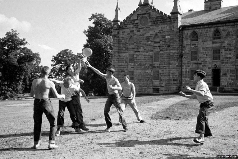 Walter Frederick Morrison frisbee3