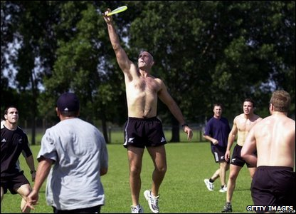 Rugby Union All Black Coach John Mitchell catches the Frisbee at a training session in Argentina, 2001