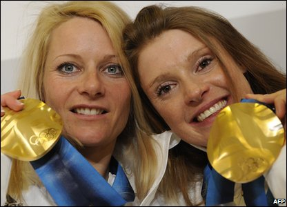 Evi Sachenbacher-Stehle and Claudia Nystad (left)