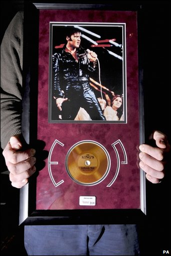 BBC - Strand of Elvis Presley\'s hair fails to sell at auction