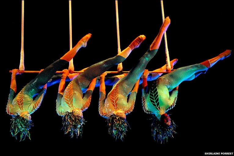 Bbc in pictures cirque du soleil 39 s varekai for Espectaculo circo de soleil
