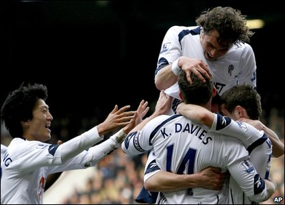 Bolton Wanderers' Jack Wilshere, right, celebrates scoring against West Ham United with Kevin Davies, front, Johan Elmander, top, and Chung-Yong Lee, left.