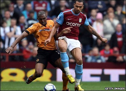 Aston Villa took on Wolverhampton Wonderers at home. Carew scored two goals for the home side, but Wolves managed to hit back and end the game 2-2.