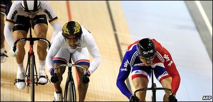 Chris Hoy (R) rides to win the Keirin event followed by Malaysian Azizulhasni Awang (C) and German Maximilian Levy (L)