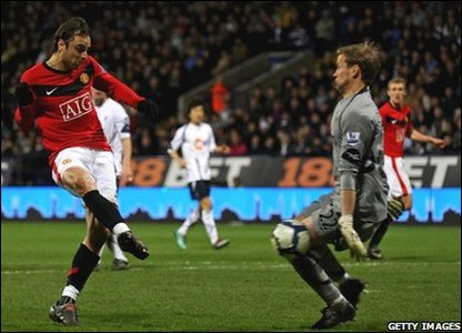 Dimitar Berbatov scores for Man Utd