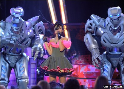 Rihanna performing with robots