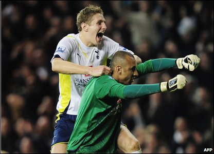 Michael Dawson celebrates with Tottenham goalkeeper Heurelho Gomes