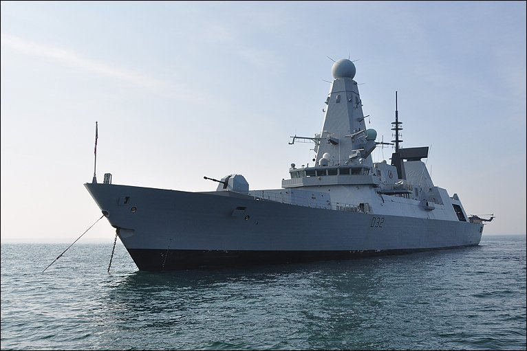 One hundred islanders were given a tour of HMS Daring, the Type 45 ...