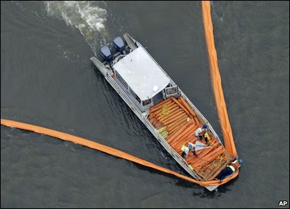 Boat laying boom