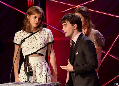 Daniel Radcliffe accepts NMA award.