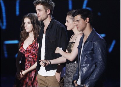 Anna Kendrick, Robert Pattinson, Kristen Stewart and Taylor Lautner stand on stage to accept the Best Movie award