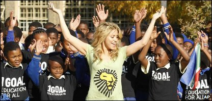 Shakira dances with schoolkids in Soweto