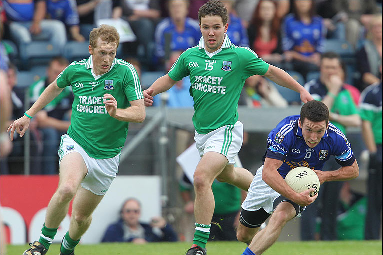 Tommy McElroy and Chris O'Brien of Fermanagh close in on Cavan's Ronan
