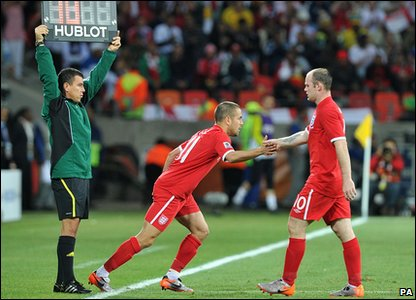 Joe Cole substitutes for Wayne Rooney