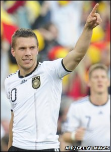 Lukas podolski celebrates his goal