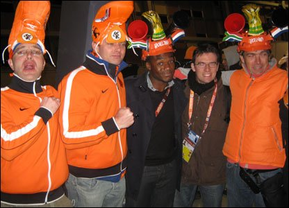 Ore with fellow Netherlands fans