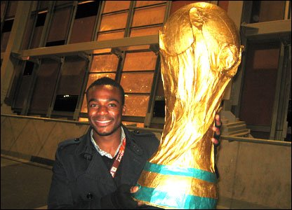 Ore with a fake World Cup