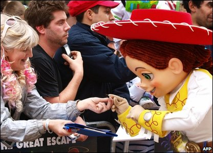 Jessie signs autographs