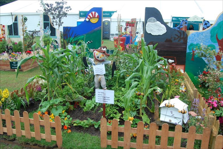 Bbc in pictures 2010 rhs tatton show Garden design school