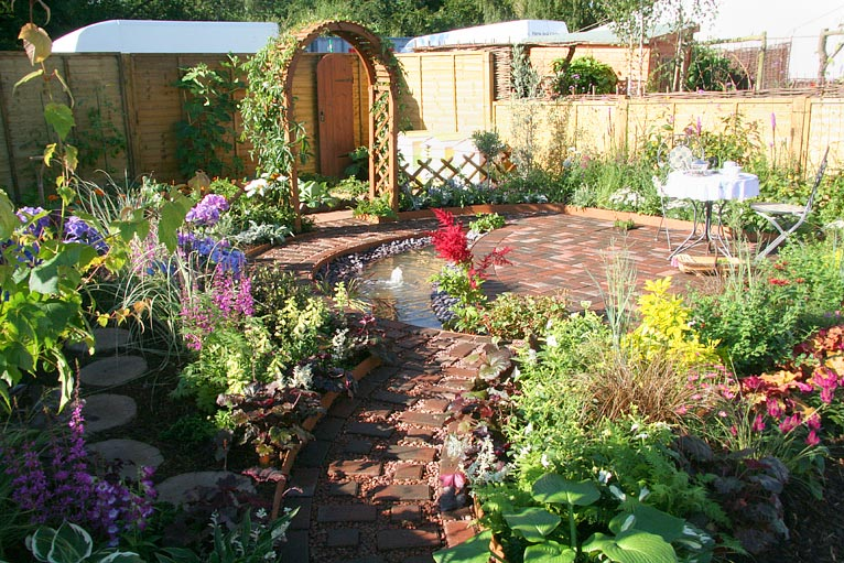 Bbc in pictures sandringham flower show gardens 2010 for Garden design norfolk