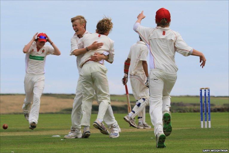 BBC Sport - Cricket - Manx U-17 reach European final after four