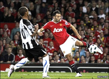 Ryan Giggs scores for Manchester United