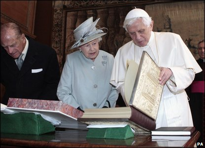 The Queen and Pope Benedict XVI exchange gifts