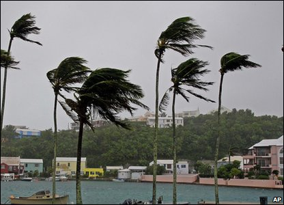 Fierce winds in Bermuda caused by Hurricane Igor