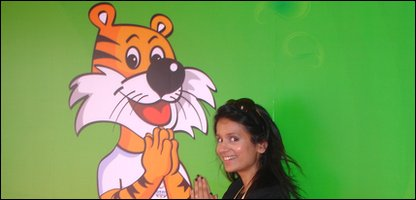 Sonali with the Commonwealth Games mascot, Shera the Royal Bengal Tiger