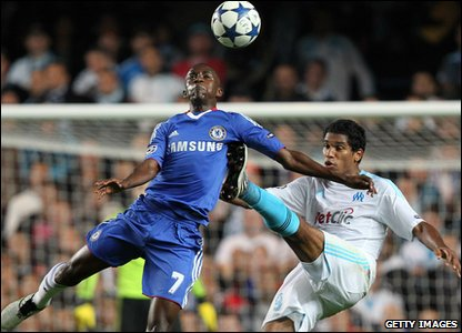 Champions League - Chelsea's Ramires battles with Marseille's Brandao