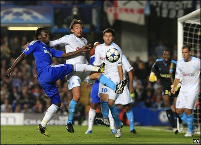 Champions League - Chelsea's Michael Essien and Marseille's Gabriel Heinze