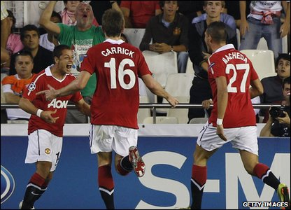 Champions League - Valencia v Manchester United - Javier Hernandez celebrates his goal