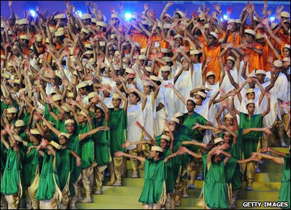 The opening ceremony lasted more than three hours! Loads of kids were involved, forming the national flag of India in the middle of the stadium.