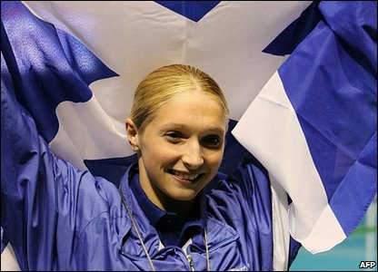 Caitlin McClatchey of Scotland celebrates winning the women's 400m freestyle swimming final