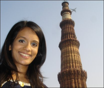 Sonali in front of the Qutub Minar - the tallest free-standing brick tower in the world