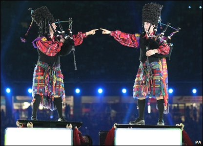 Commonwealth Games 2010 closing ceremony - two bagpipe players