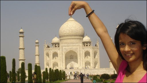 Sonali visits the Taj Mahal